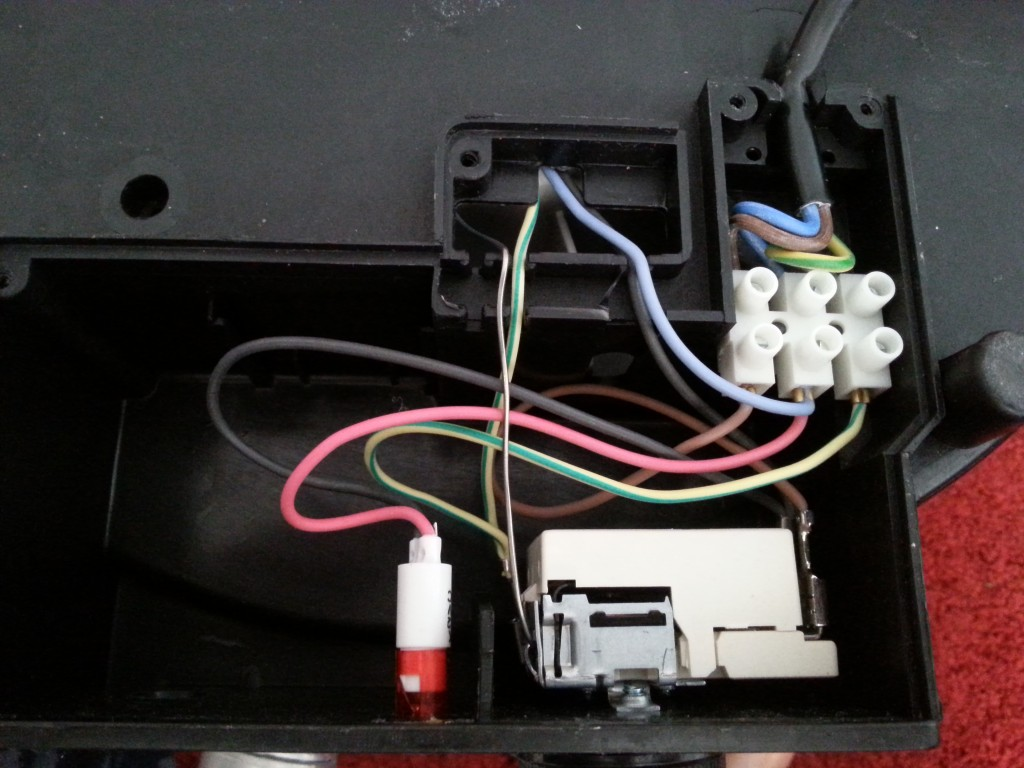 Schema Elettrico Termostato Ambiente : Bypassare il termostato del bollitore elettrico